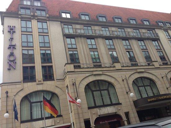 Hilton Berlin: Outside of hotel