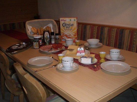 Breierhof: Frische Brötchen, frische Milch und Eier .....