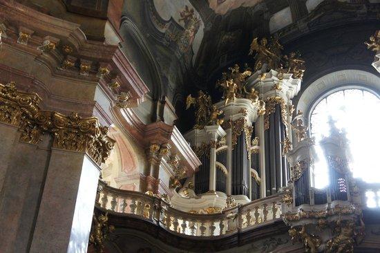 St.-Nikolaus-Kirche (Kostel sv. Mikuláše): Détails de l'orgue à l'étage