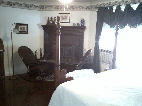 Weaverville Hotel & Emporium : View of fireplace and cozy rocking chairs, from foot of bed.