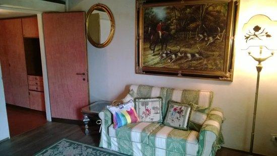 Castello di Vigoleno: Suite verde, salottino
