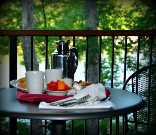 The Lodge on Lake Lure: Breakfast In The Room