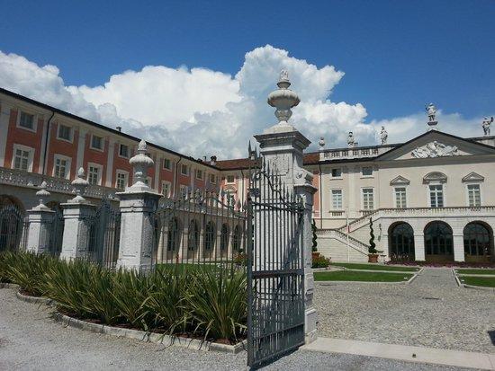 Villa Fenaroli Palace Hotel: cancello d'ingresso