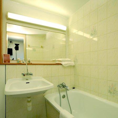 Sky Hôtel Emerainville: Salle de bain
