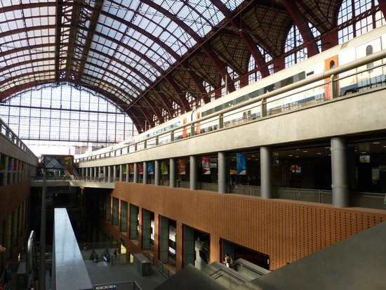 Gare centrale : Central station interior