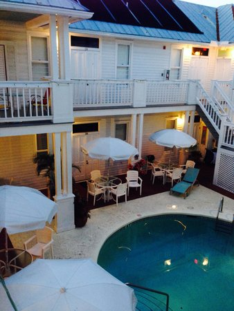 Amsterdam's Curry Mansion Inn : The pool