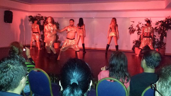Occidental Costa Cancun: an example of the nightly entertainment