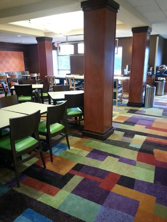 Fairfield Inn & Suites Toledo North : Newly remodeled breakfast area