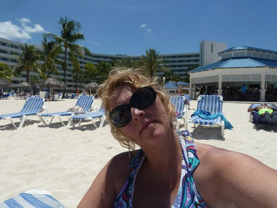 Melia Nassau Beach - All Inclusive: Volleyball on site too!!