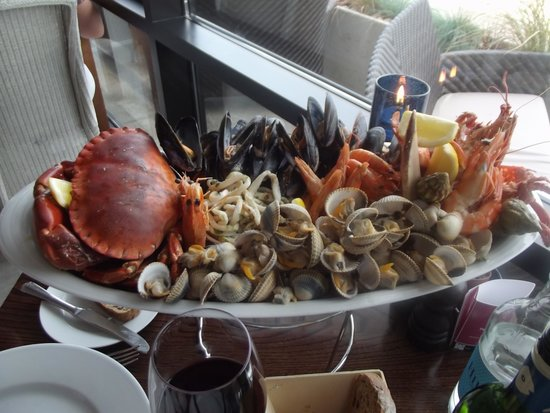 Oyster Box Beach Bar & Restaurant: HOWS THAT FOR A PLATE OF SEAFOOD!!(2 to share)