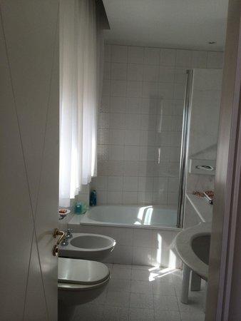 Hotel Milton Rimini, BW Premier Collection: Ванная комната, всегда чистая и светлая!