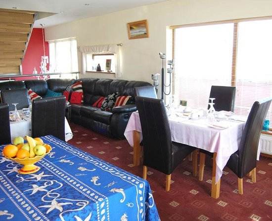 Achill Lodge: Dining & Sitting Room
