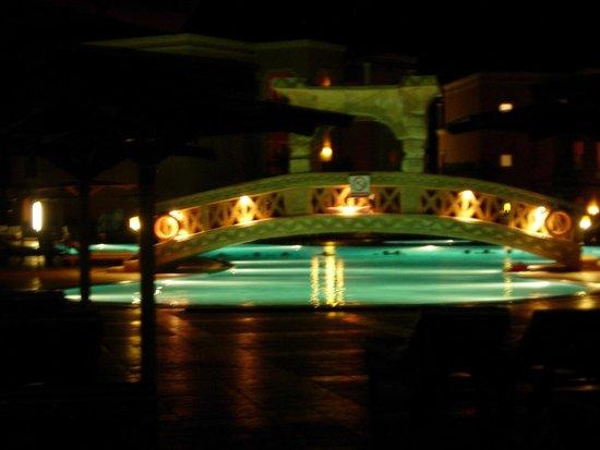 Charmillion Club Aqua Park: pool at night