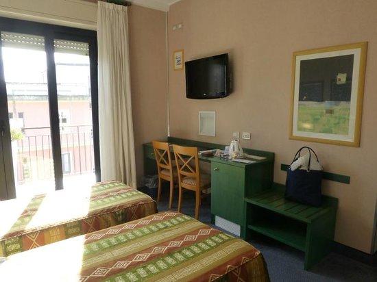 Best Western Hotel Mediterraneo: Vista lato TV