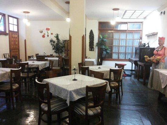 Santos Dumont, MG: área do café da manhã