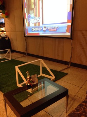 Hilton Trinidad and Conference Centre: Area in lobby to watch World Cup games
