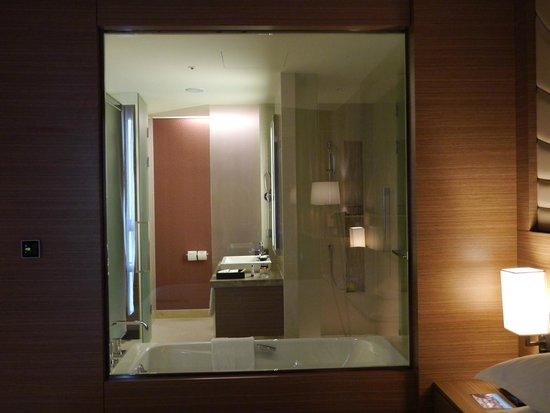 Sheraton Seoul D Cube City Hotel : 39 Floor Bathroom