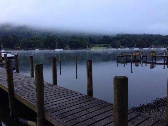 Lakeside Hotel: Misty lake 4:50am