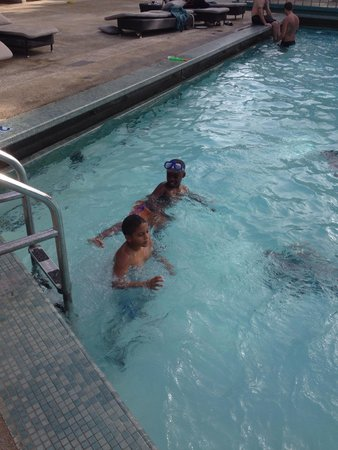 Hilton Trinidad and Conference Centre: Pool time