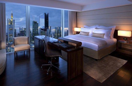Jumeirah Frankfurt - Skyline Deluxe Room