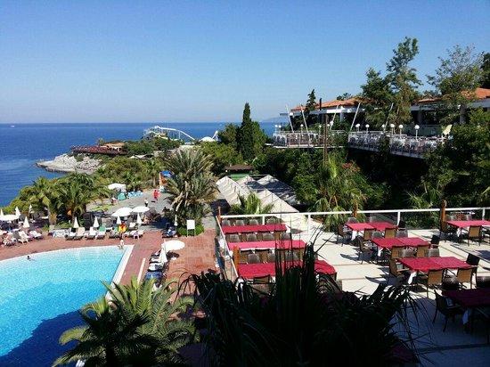 Pine Bay Holiday Resort: Ausblick über Strand und Meer von Schöne Terrasse