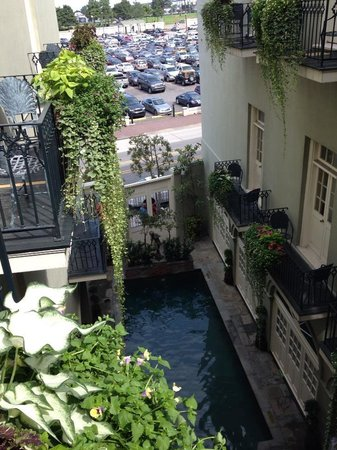 Bienville House : Looking at courtyard pool from balcony