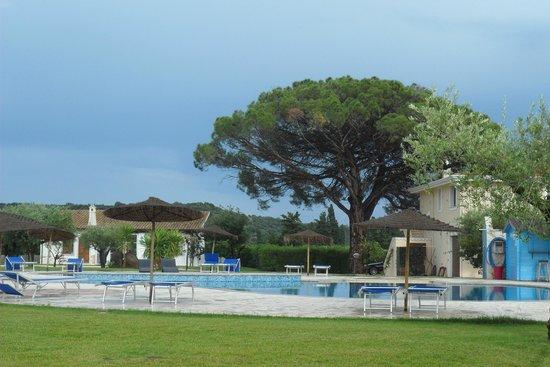 Santa Maria Resort: la vista della piscina dalla camera