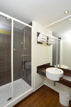 Hotel balladins Gennevilliers: Salle de bain