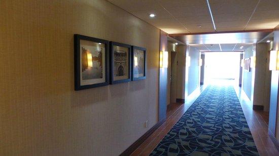 Holiday Inn Express & Suites Saint-Hyacinthe : Couloir