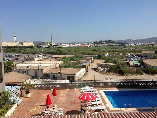 El Puerto Hotel Apartments: vue de la piscine