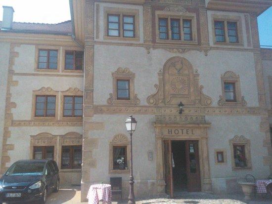 Hostellerie a la Ville de Lyon : la façade de l'hôtel...