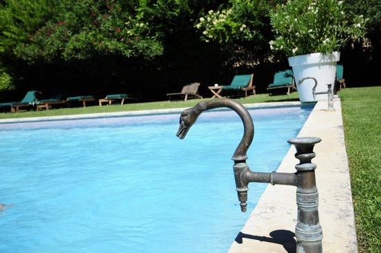 Chateau d'Arpaillargues: la fantastique piscine du château