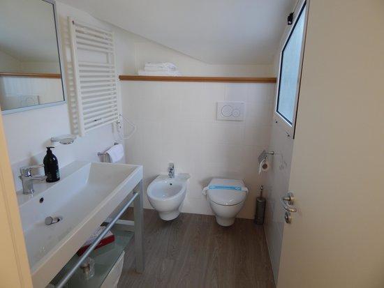 Super studio 2 personnes picture of adagio rome vatican rome tripadvisor for Belle salle de bain douche