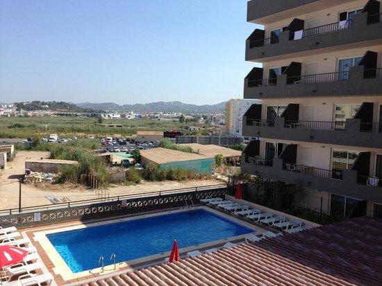 El Puerto Hotel Apartments : vue de la piscine