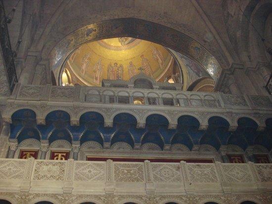 Church of the Holy Sepulchre: Под куполом