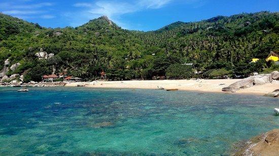 Ao Tanote: the bay & its sandy beach