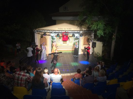 Perdikia Hill: The resorts theatre