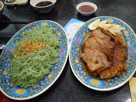 MK: サイドメニュー モロヘイヤ麺とカリカリポーク