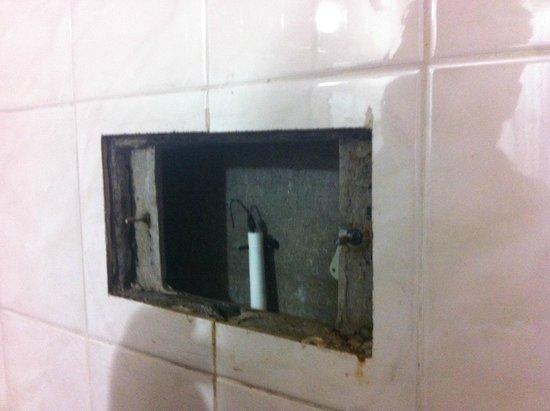 Hotel El Cabildo: descarga com vazamento