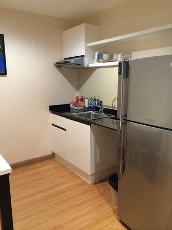 iCheck Inn Residences Sathorn: Kitchen