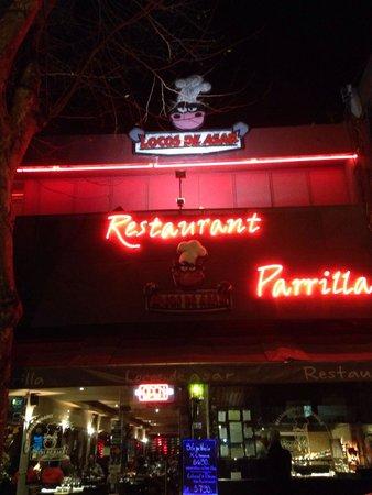 Locos De Asar: Fachada restaurante