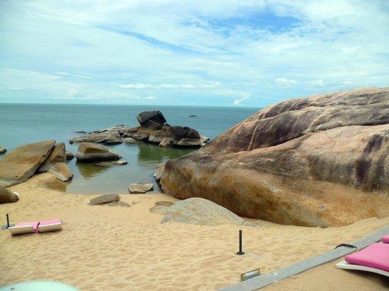 Lamai Beach: le rocce granitiche delimitano piccole piscine naturali