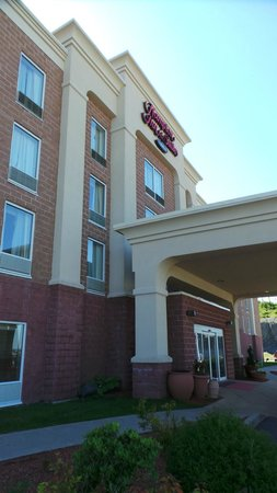 Hampton Inn & Suites by Hilton Saint John : Facade