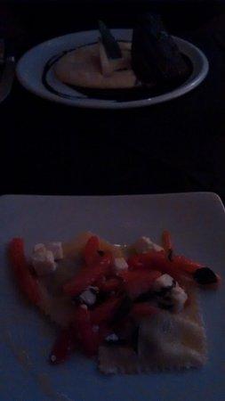 Zea Mais: ravioli de berinjela defumada com tomates e queijo feta