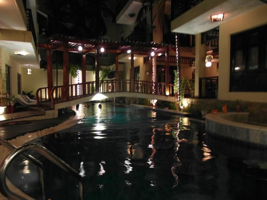 Long Life Riverside Hotel: Pool, rooms surround the pool.