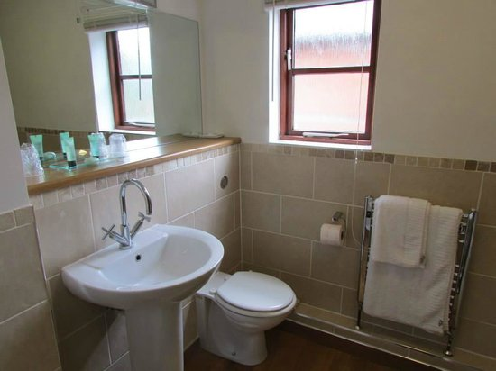 Marsh Farm Hotel: En-suite bathroom