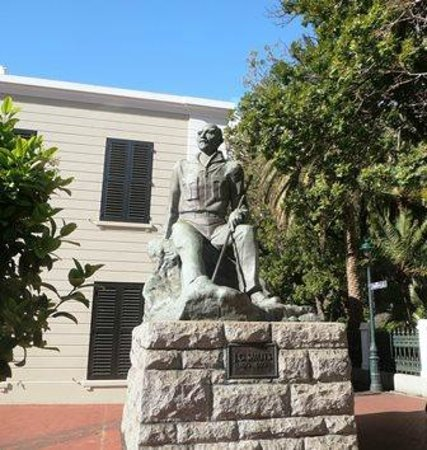 Wanderlust - Cape Town on Foot Walking Tour: Jan Smuts statue in front of Slave Lodge Museum