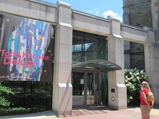 Frances Lehman Loeb Art Center at Vassar College: Outside of art center