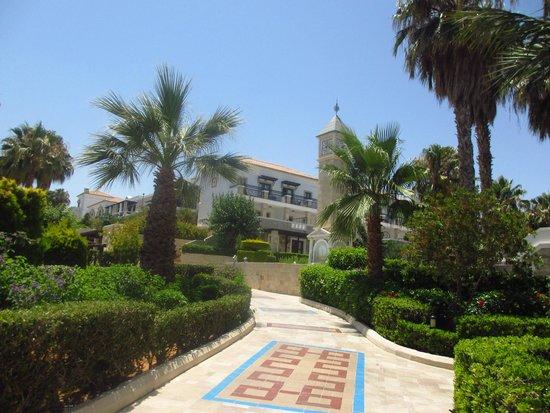 Aldemar Royal Mare Thalasso Resort: Walking around the complex.