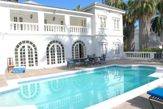 Royal Villas at Half Moon: Villa pool